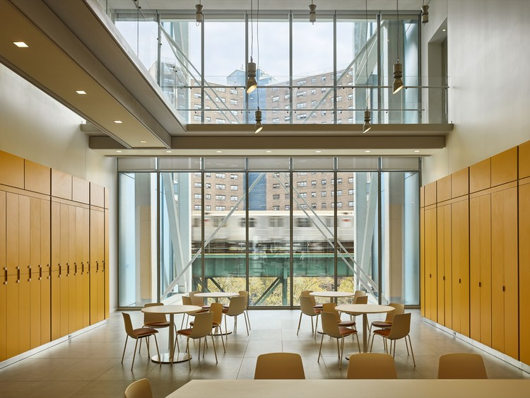 Jerome L. Greene Science Center: Double-height meeting and interactive spaces. Image © Columbia University / Frank Oudeman