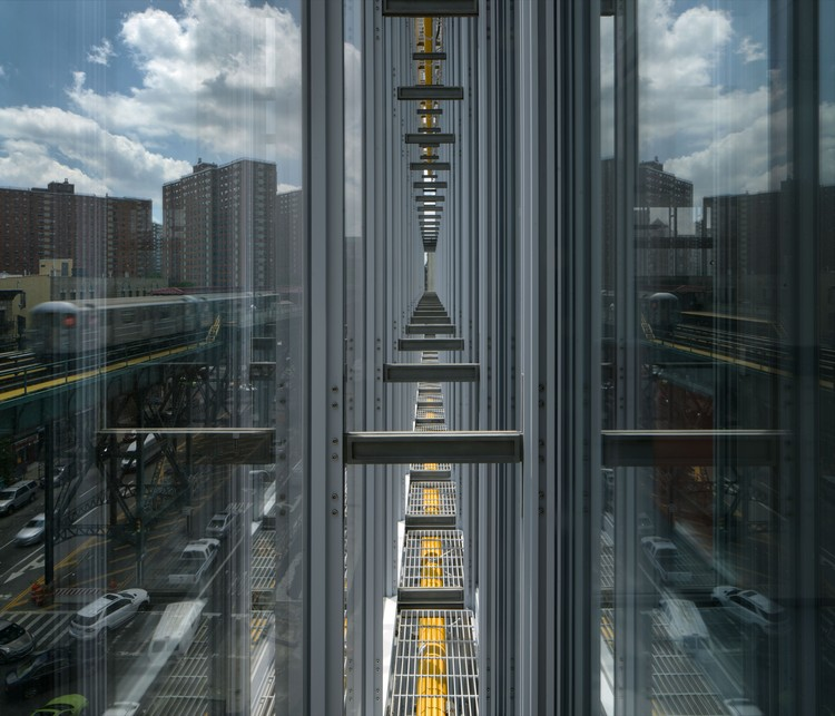 Detail of double-pane glass walls in Jerome L. Greene Science Center. Image © Renzo Piano Building Workshop (design architect) and Davis Brody Bond (executive architect), Photograph by Nic Lehoux