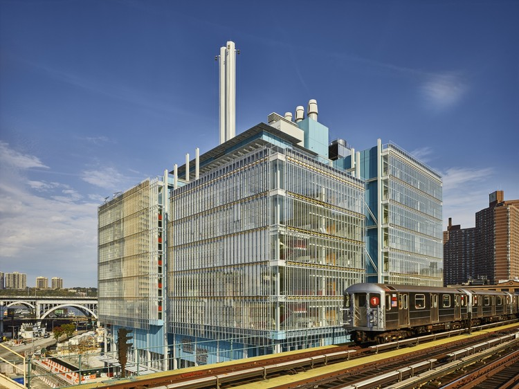 Jerome L. Greene Science Center, seen from the 125th Street #1 train subway platform. Image © Columbia University / Frank Oudeman