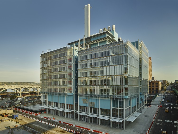 Jerome L. Greene Science Center, seen from the southeast. Image © Columbia University / Frank Oudeman
