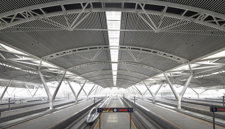 http://images.adsttc.com/media/images/5810/929b/e58e/ce64/b800/00f0/newsletter/1347962824_nick_hufton_guangzhou_south_railway_station_tfp_farrells_nh_guangzhou_south_station_07_1280dpi_.jpg?1477481110