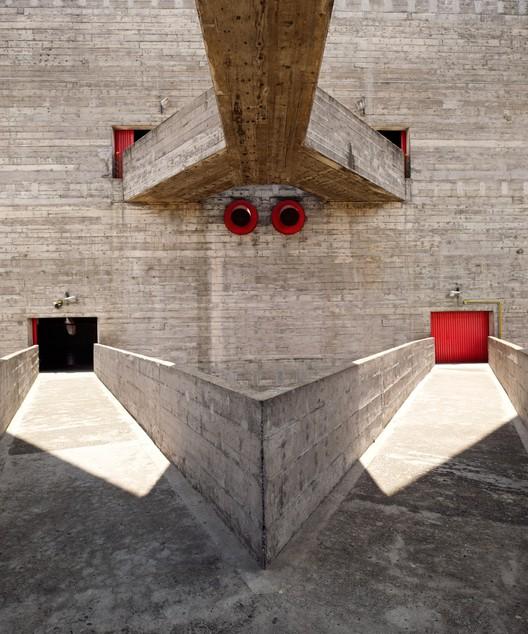 Photographer: Inigo Bujedo Aguirre - Building: SESC Pompeia, Sao Paolo, Brazil / Lina Bo Bardi. Image via Arcaid Images