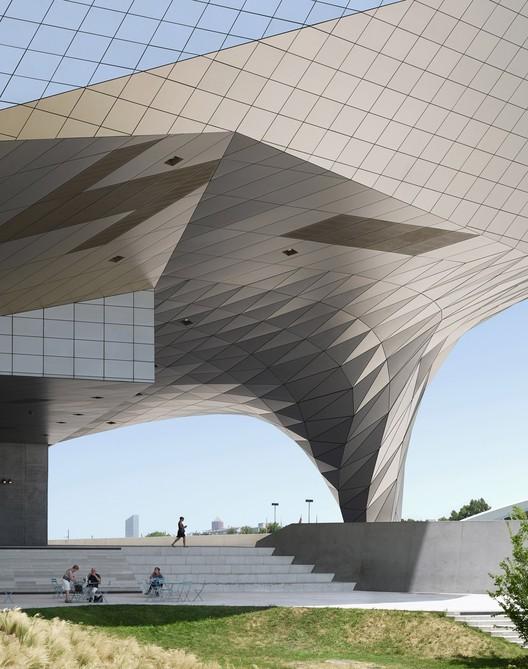 Photographer: Fabrice Fouillet - Building: Musee de Confluences, Lyon, France / Coop Himmelb(l)au. Image via Arcaid Images