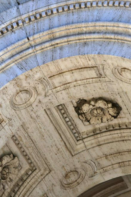 Damage to the Basilica of San Paulo Outside the Walls. Image vía La Repubblica (Roma)