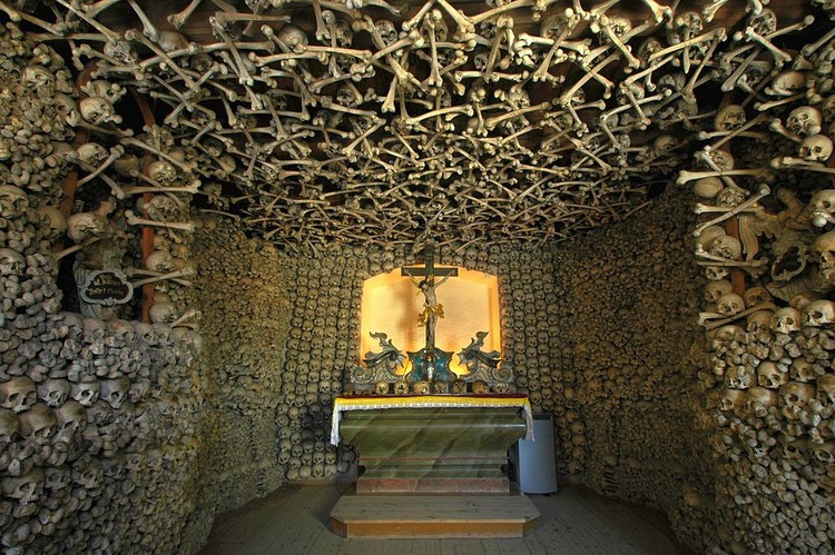 The Skull Chapel in Czermna, Poland. Image© <a href='https://commons.wikimedia.org/wiki/File:Poland_-_Czermna_-_Chapel_of_Skulls_-_interior_06.jpg'>Wikimedia user Merlin</a> licensed under <a href='https://creativecommons.org/licenses/by/3.0/deed.en'>CC BY 3.0</a>