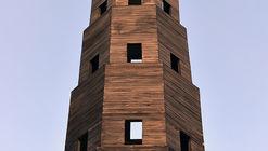 Pezo von Ellrichshausen construye una torre de madera temporal en el Jardín des Tuileries de París