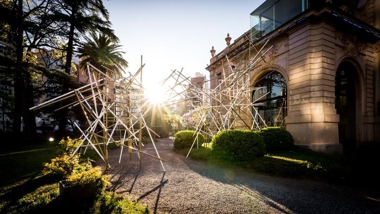 """""""No todo lo que brilla es oro"""", una propuesta sobre nuevas formas de habitar el espacio desde el arte, © Gonzalo Viramonte"""