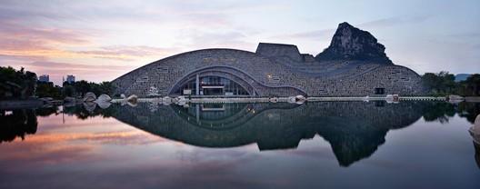 Liuzhou Suiseki Hall / TianJin University Research Institute
