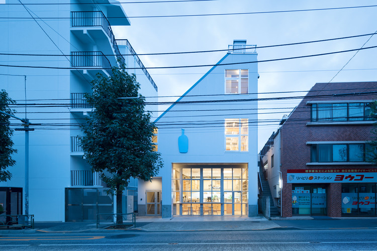 Blue Bottle Coffee en Nakameguro / Schemata Architects, © Takumi Ota