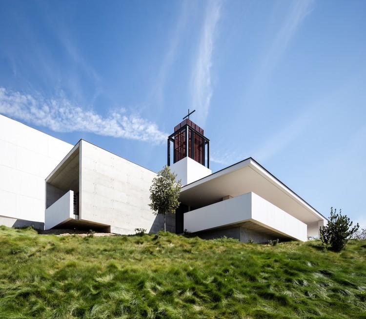 St. Thomas More Catholic Church / Renzo Zecchetto Architects, © Darren Bradley