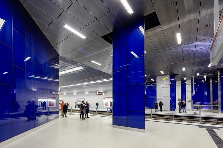 "Schadowstraße Station: ""Turnstile"". Image © Jörg Hempel"