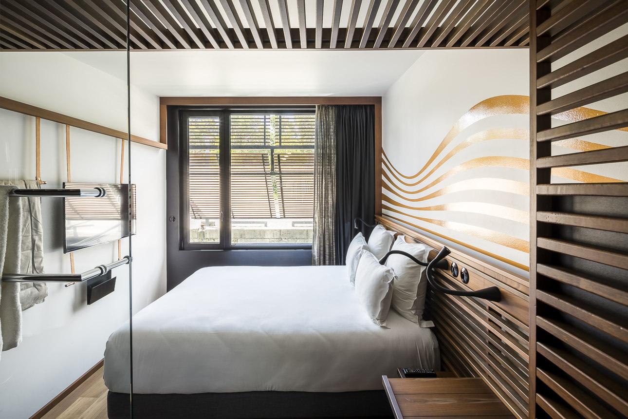 Gallery of hotel flottant seine design 19 for Design ce hotel
