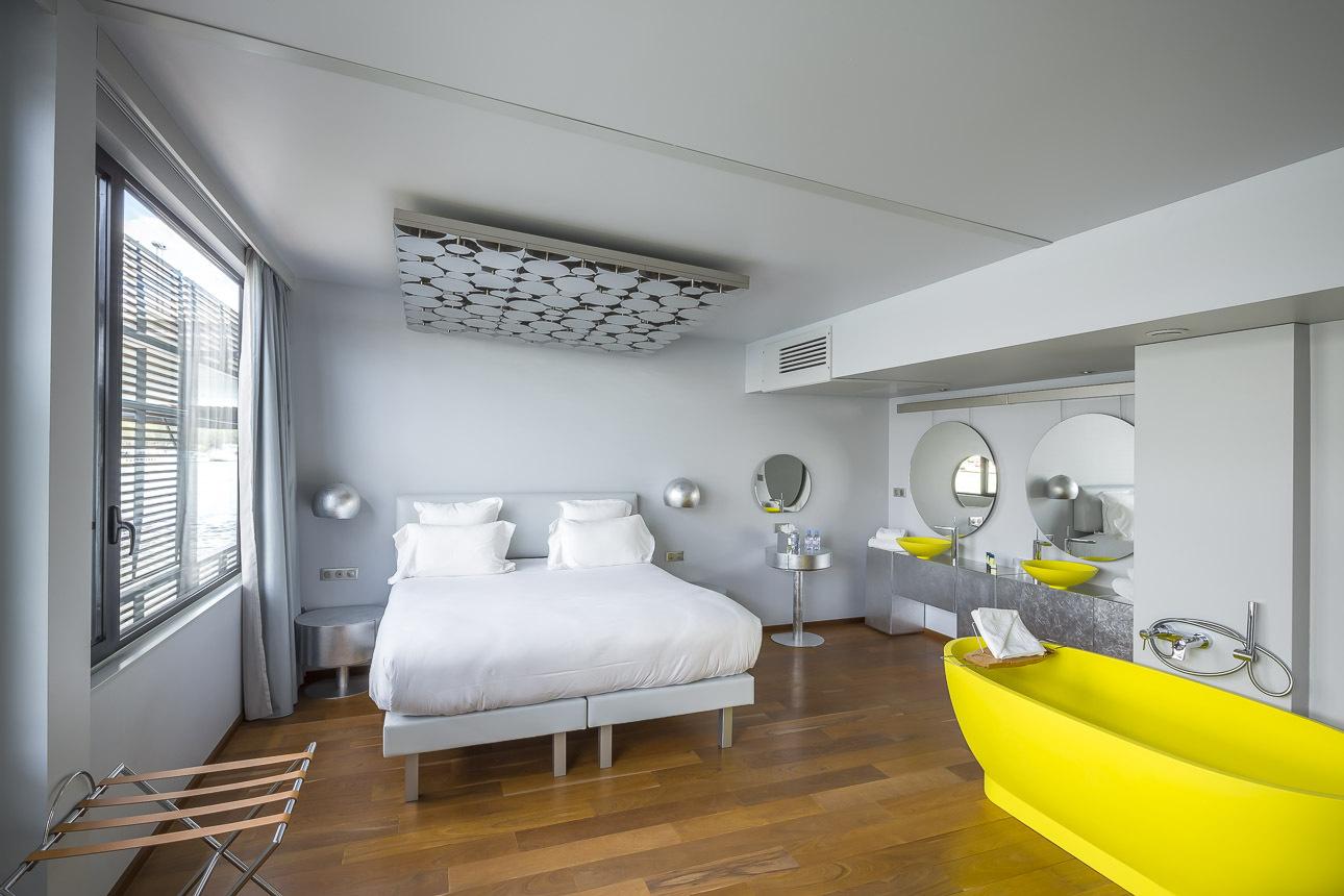 Gallery of hotel flottant seine design 8 for Hotel design paris 9