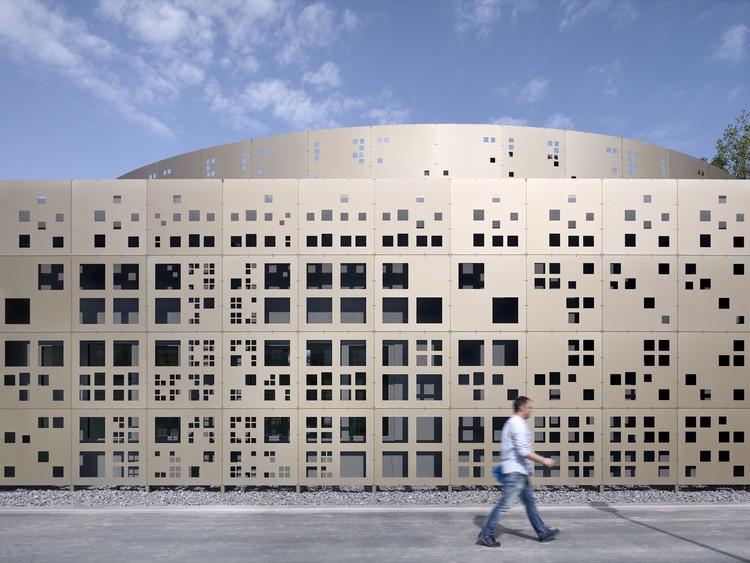 Nuevo edificio de laboratorio para obras de drenaje municipal / KSG Architekten, © Yohan Zerdoun