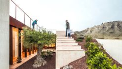 Half Buried House / eneseis arquitectura