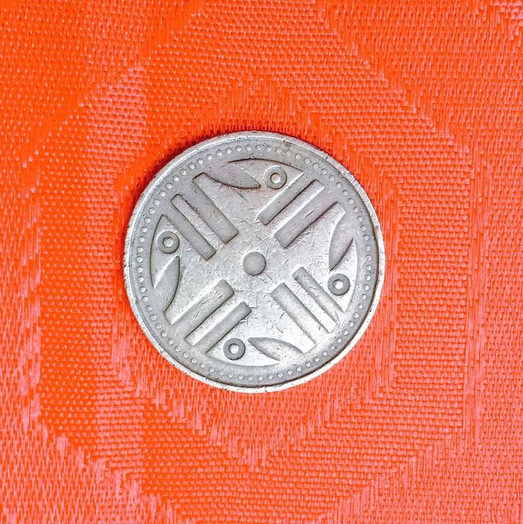 Moneda de 200 pesos colombianos, diseñada por Dicken Castro. Image © Twitter user: mastocha