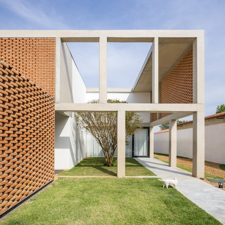 Casa Cuadrícula / BLOCO Arquitetos, © Haruo Mikami