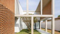 Casa Cuadrícula / BLOCO Arquitetos