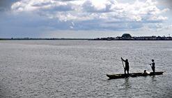 Estudiantes de ingeniería reciclarán plástico vertido al mar para restaurar palafitos en Colombia