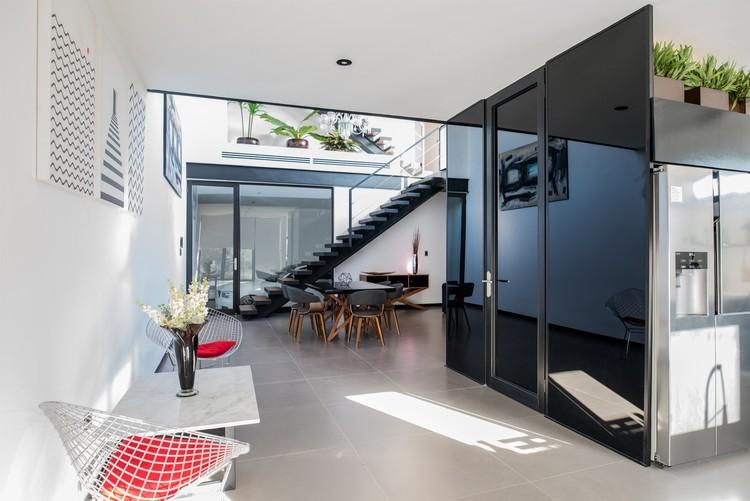 Loft q desnivel arquitectos plataforma arquitectura for Arquitectura departamentos modernos