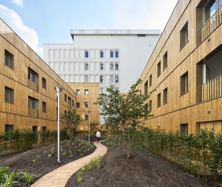 Transformação de um Edifício de Escritórios em 90 Apartamentos / MOATTI-RIVIERE, © Michel Denancé