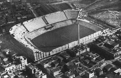 """Estadio """"La Bombonera"""" en construcción en 1940. Image vía © Wikipedia User: Axel1995 - Public Domain"""