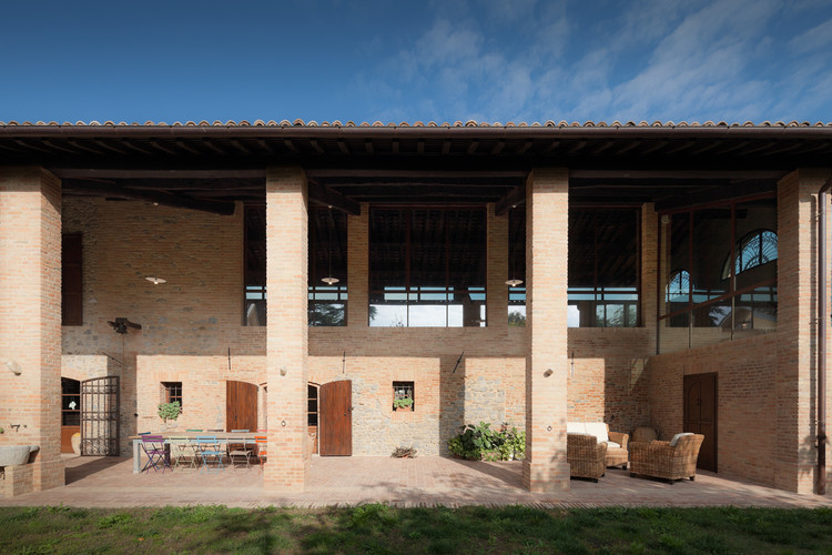 Renovaci n de granja antigua studiomas architetti for Renovacion de casas viejas