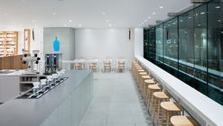 Blue Bottle Coffee Shinagawa Cafe  / Schemata Architects