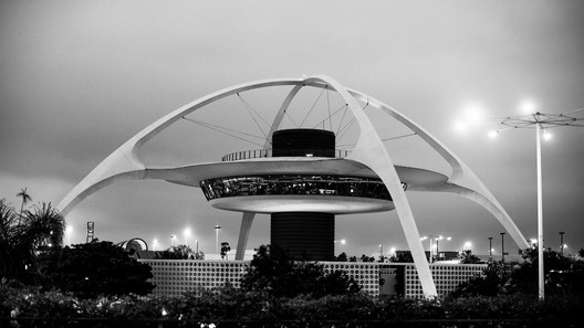 LAX Theme Building, 1961. Image © Flickr user thomashawk. Licensed under CC BY-NC 2.0