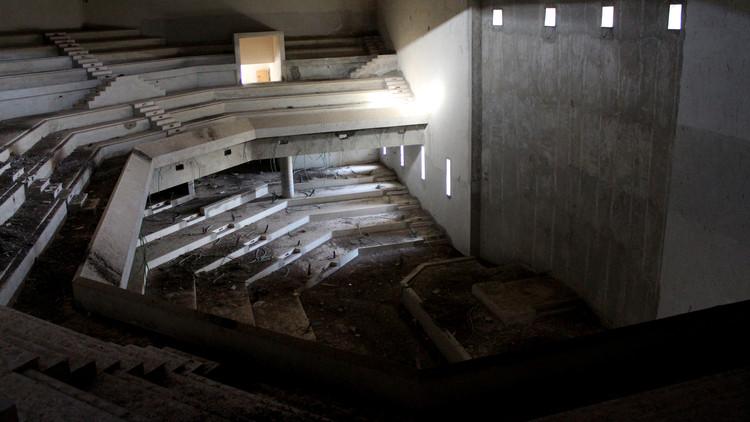 Edificio del Parlamento Palestino inacabado. Imagen cortesía de Monocle 24