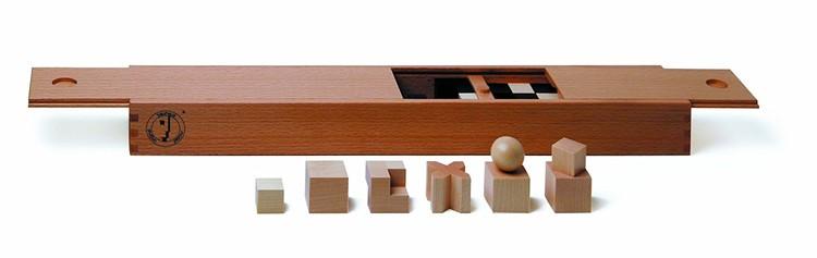 Bauhaus Chessmen / Naef