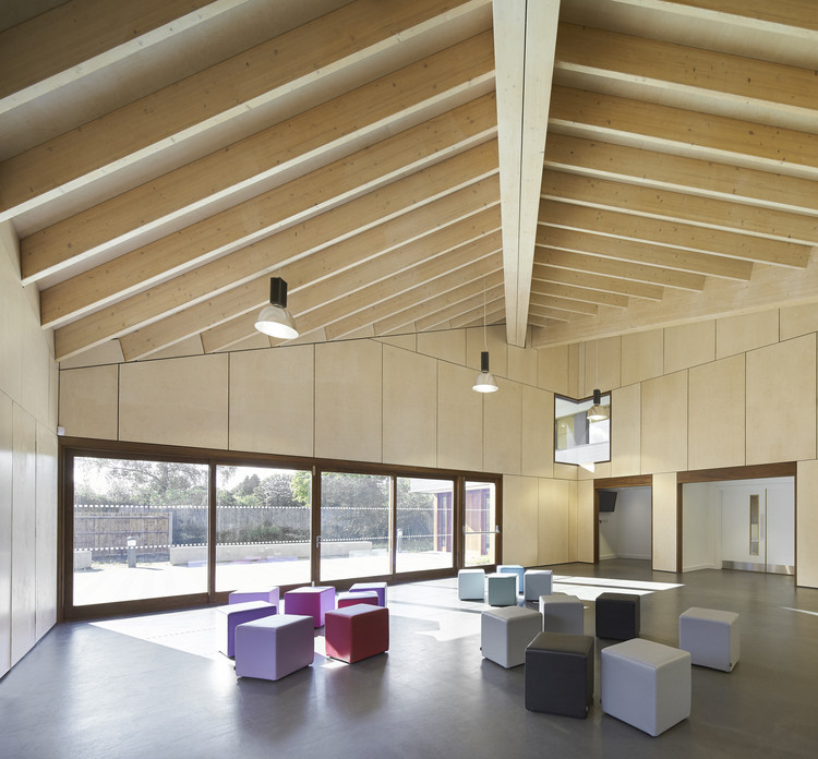 The point ayre chamberlain gaunt archdaily for Youth center architecture