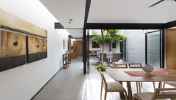 Two Courtyards House / Muñoz Arquitectos