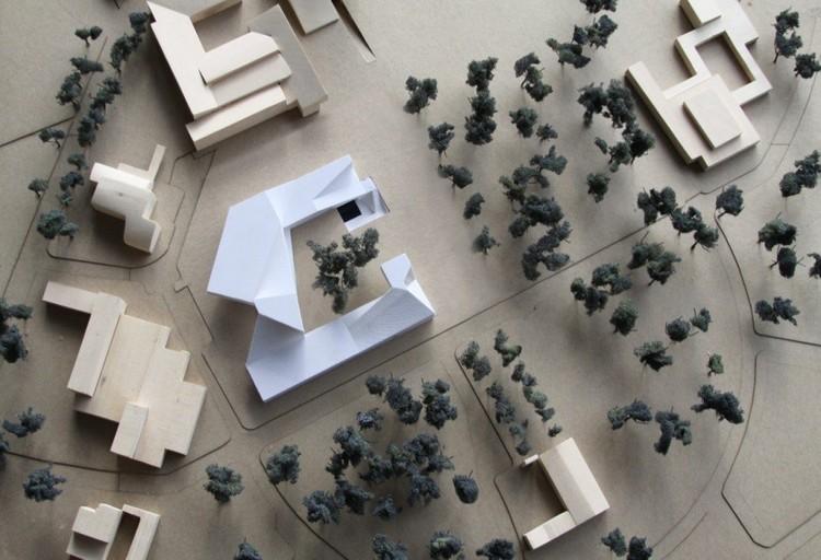 Edificio de Doctorados de las Facultades de Ciencias Económicas, Derecho, Ciencias Políticas y Sociales de la Universidad Nacional / Steven Holl . Image © Steven Holl Architects