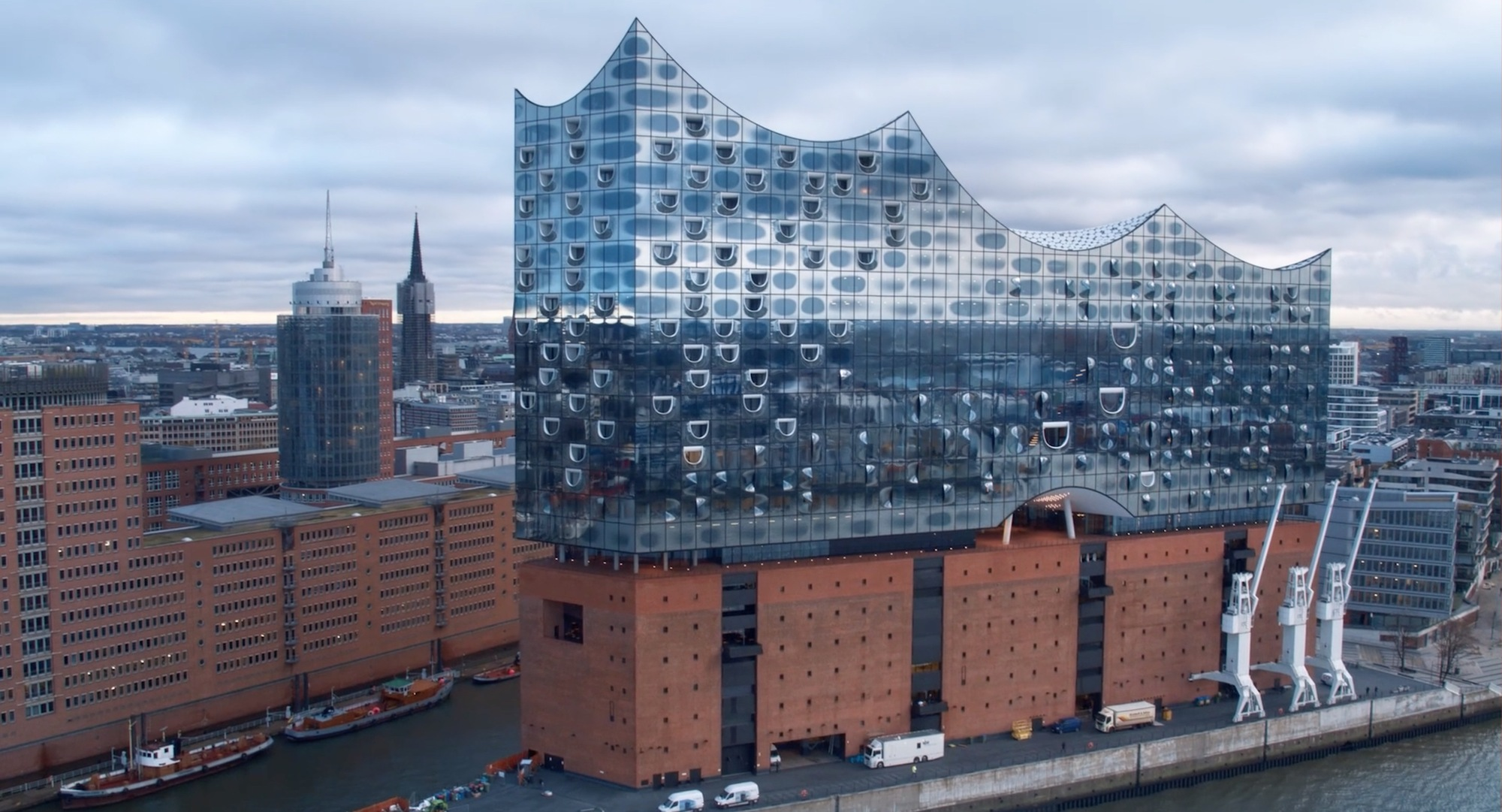fly through herzog de meuron 39 s hamburg elbphilharmonie at 2 different speeds archdaily. Black Bedroom Furniture Sets. Home Design Ideas
