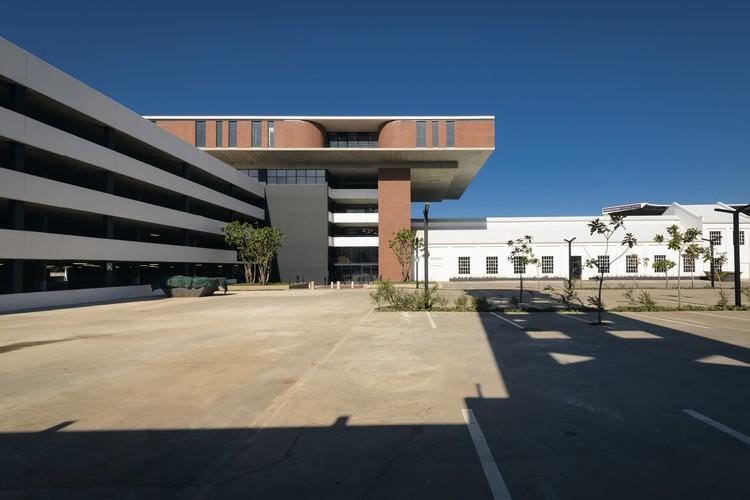 Parque de Oficinas Lion Match / Dean Jay Architects, © Andrew Griffin
