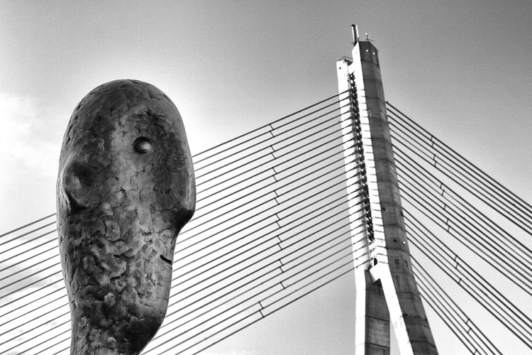 """He and the Bridge"". Imagen © Oleg Dashkov"