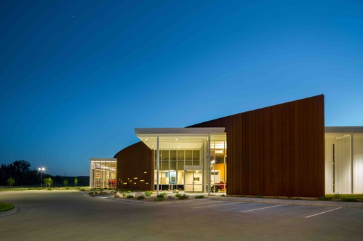 Dickinson Public Safety Center / Roth Sheppard Architects