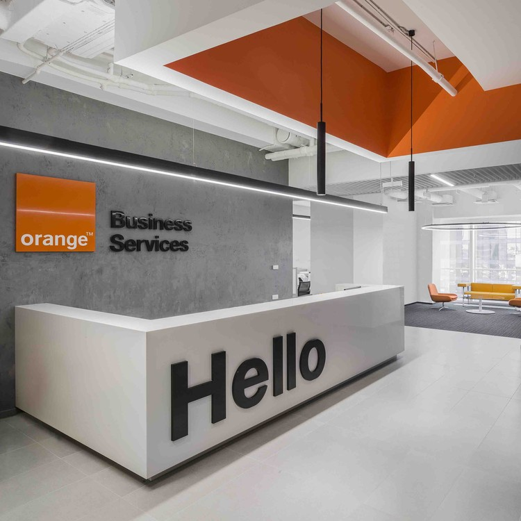 Orange business services office t t architects archdaily for Small company office design