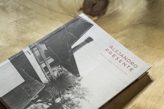 Alejandro Presente: Memoria desde la Arquitectura / Editorial Dostercios