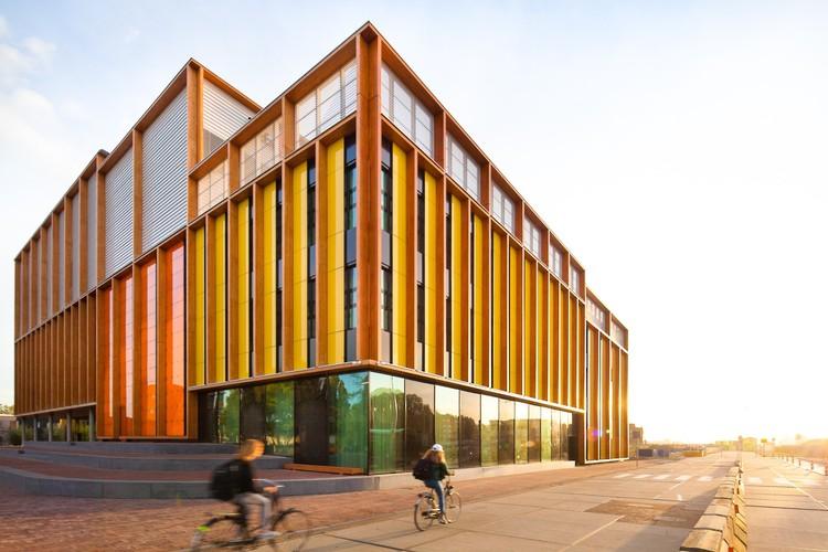 El 4to Gimnasio / Paul de Ruiter Architects, © Sónia Arrepia
