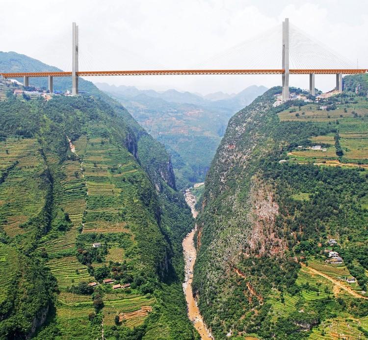 Render del puente sobre el río Nizhu. Imagen <a href='http://www.highestbridges.com/wiki/index.php?title=Beipanjiang_Bridge_Duge'>vía highestbridges.com</a>