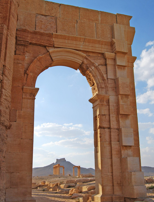Arch of Triumph (detail), destroyed by ISIS, October 2015. Image © <a href='https://www.flickr.com/photos/akocman/4602306192'>Flickr user Alessandra Kocman</a> licensed under <a href='https://creativecommons.org/licenses/by-nc-nd/2.0/'>CC BY-NC-ND 2.0</a>