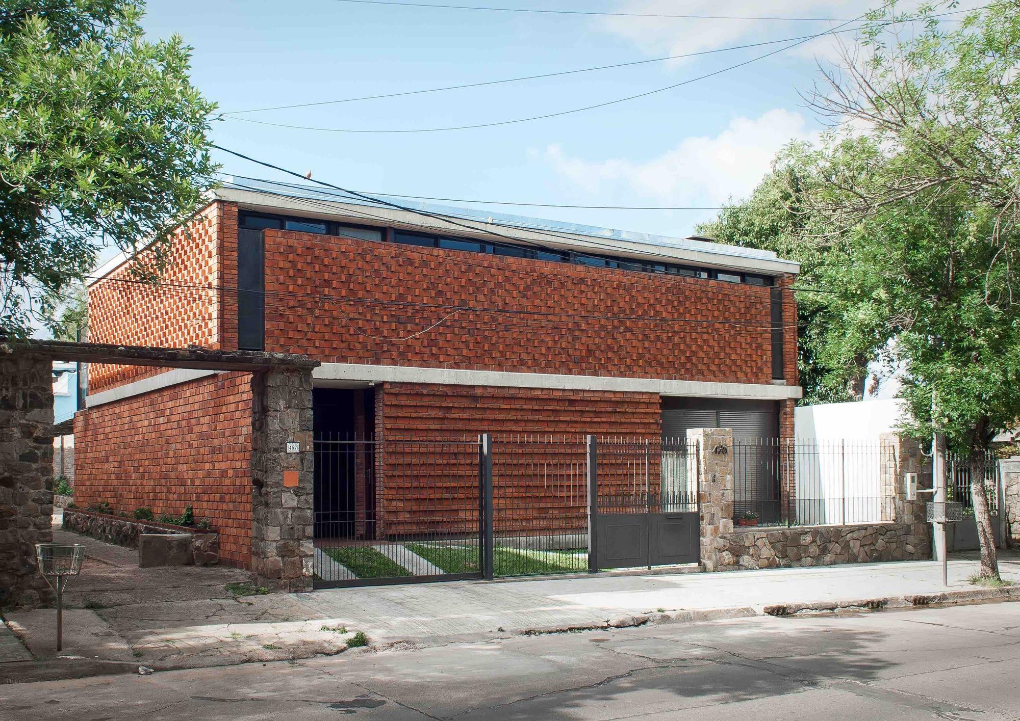 Gallery of casa de ladrillo paulo ambrosoni 10 - Construccion de chimeneas de ladrillo ...