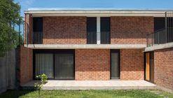 Casa de Ladrillo  / Paulo Ambrosoni