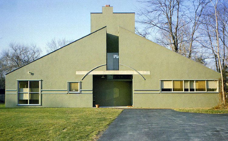 "The AR Celebrates 50 Years of Venturi's ""Complexity and Contradiction in Architecture"", AD Classics: Vanna Venturi House / Robert Venturi. Image © Maria Buszek"