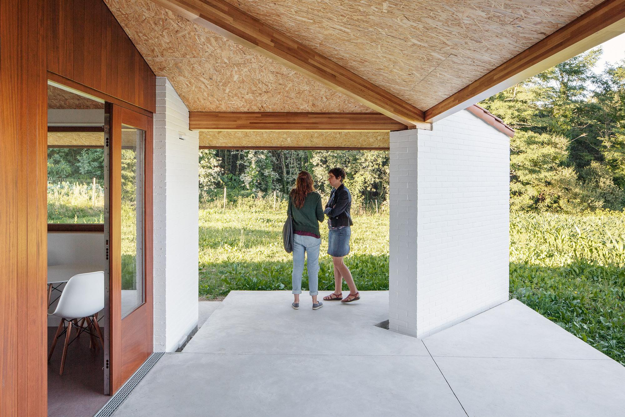 Casa A Tres Aguas Arrokabe Arquitectos Plataforma