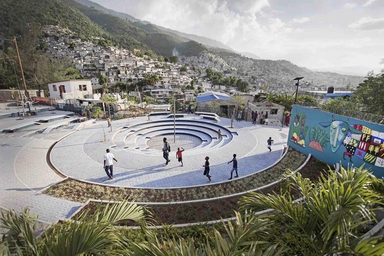 Tapis Rouge espacio público en un barrio informal en Haiti / Emergent Vernacular Architecture (EVA Studio), © Gianluca Stefani