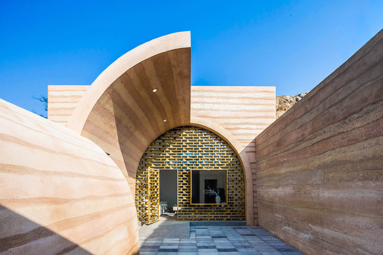 Cave House in Loess Plateau / hyperSity Architects