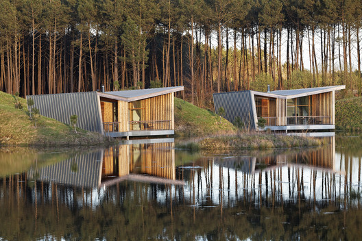 Eco-lodges_les Echasses  / Patrick Arotcharen Architecte